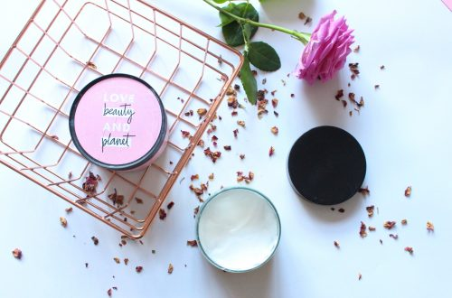 Flatlay Love Beauty & Planet